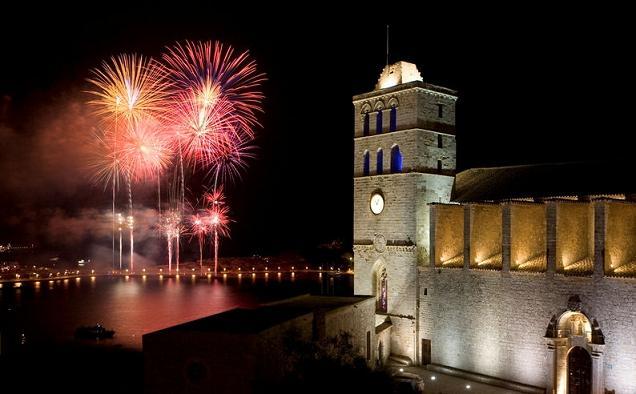 Fri 27July (14h - 09h next day): Ibiza: gay beach, old town, nightlife…